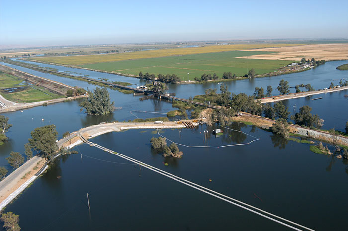 levee-break-water-pump-flood-control-mwi